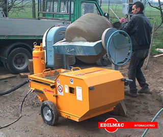 preparation mixture sand, cement and lime for plastering machine P 90 M