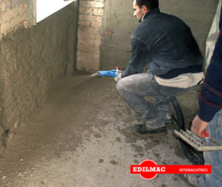 spraying of plaster in a bottom wall with P 90 plastering machine