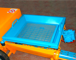 Vibrating screen for traditional mortars pumped by screw plastering machine PC 500 L - PC 500 I
